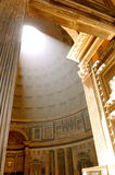 Solbelyst panteon royaltyfri fotografi