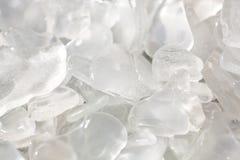Solbelysta klara fragment av strandexponeringsglas Royaltyfri Bild
