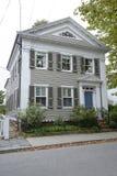 Solbränt federalt stilhus i Stonington Connecticut fotografering för bildbyråer