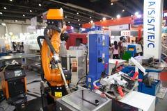 Solda dos robôs Imagens de Stock Royalty Free