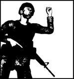 Soldado agresivo contra fondo del grunge Foto de archivo