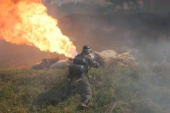 Soldado alemão com lança-chamas imagens de stock