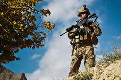 Soldado americano en patrulla en Afganistán Foto de archivo libre de regalías