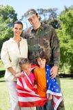 Soldado americano reunido com a família fotografia de stock