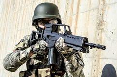Soldado Antiterrorist do treinamento Imagem de Stock