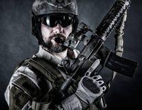Soldado barbudo de las fuerzas especiales fotografía de archivo