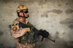 Soldado checo em Afeganistão dentro fotos de stock