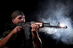 Soldado con el rifle Imágenes de archivo libres de regalías