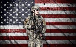 Soldado con el rifle Imagen de archivo libre de regalías