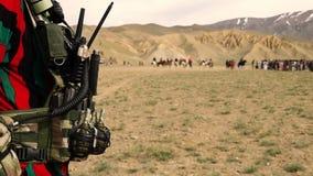 Soldado con las granadas almacen de video