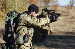 Soldado con un rifle Fotografía de archivo