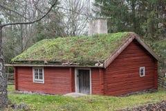 Soldado Cottage, datando do início do século XIX, no museu ao ar livre de Skansen em Éstocolmo fotografia de stock