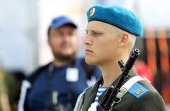 Soldado de caballería ruso en el reloj, Ivanovo 8 de agosto de 2015 Imagen de archivo libre de regalías