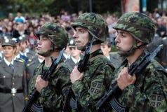 Soldado de la unidad servia del indicador nacional Imagenes de archivo