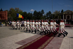 Soldado de Moldavia el día de la victoria Fotos de archivo