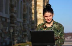Soldado de sexo femenino imágenes de archivo libres de regalías