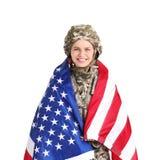 Soldado de sexo femenino con la bandera americana imagenes de archivo
