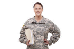 Soldado de sexo femenino con los documentos Foto de archivo libre de regalías