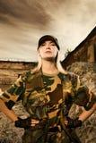 Soldado de sexo femenino enojado imagen de archivo libre de regalías