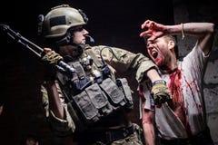 Soldado del ataque del zombi con el arma Foto de archivo libre de regalías