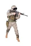 Soldado del EJÉRCITO DE LOS EE. UU. con la carabina m4 Foto de archivo