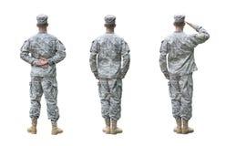 Soldado del Ejército de los EE. UU. en tres posiciones aislado respecto a whi Imagen de archivo