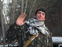 Soldado del saludo sobre el primer del bosque imagen de archivo libre de regalías