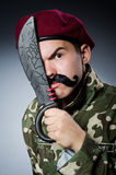Soldado divertido contra Fotografía de archivo
