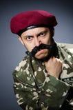 Soldado divertido en militares Fotos de archivo
