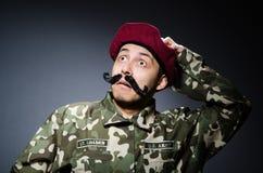 Soldado divertido en militares Foto de archivo
