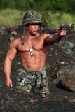 Soldado en la acción foto de archivo