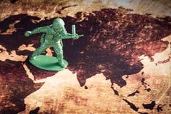 Soldado en mapa Imagenes de archivo