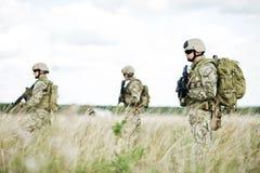 Soldado en patrulla Imagen de archivo libre de regalías
