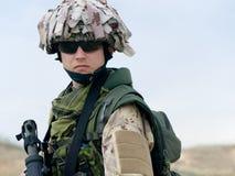 Soldado en uniforme del desierto Imagen de archivo libre de regalías