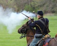 Soldado Firing Gun - reconstrucción de la unión de la guerra civil Fotos de archivo