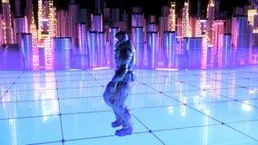 Soldado futurista en un fondo futuro de la ciudad almacen de video