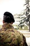Soldado italiano da fêmea do exército imagens de stock