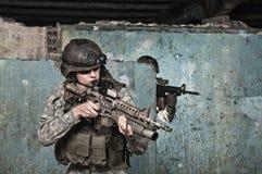 Soldado joven en patrulla Imagen de archivo libre de regalías