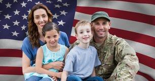 Soldado juntado con su familia Foto de archivo libre de regalías