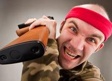 Soldado loco con la ametralladora Imagen de archivo libre de regalías