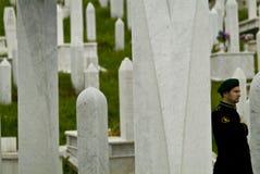 Soldado no memorial de guerra em sarajevo, Bósnia Imagens de Stock