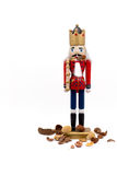Soldado Nutcracker Devours Nuts con las cáscaras derramadas en sus botas Imagen de archivo