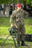 Soldado polonês durante a demonstração das forças armadas e da equipa de salvamento Foto de Stock Royalty Free
