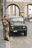 Soldado que guarda el Vaticano Imagen de archivo libre de regalías