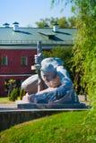 Soldado que rasteja para o monumento da água Imagem de Stock Royalty Free