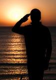 Soldado que saluda Foto de archivo libre de regalías