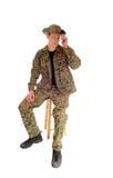 Soldado que se sienta relajado Foto de archivo libre de regalías