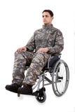 Soldado resuelto que se sienta en silla de ruedas Fotos de archivo