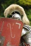 Soldado romano atrás do protetor Imagem de Stock