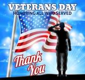 Soldado Saluting American Flag de la silueta del día de veteranos Fotografía de archivo libre de regalías